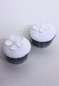 bright-blooms-cupcakes