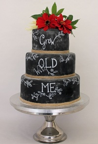 gow_old_with_me_black_board_wedding_cake