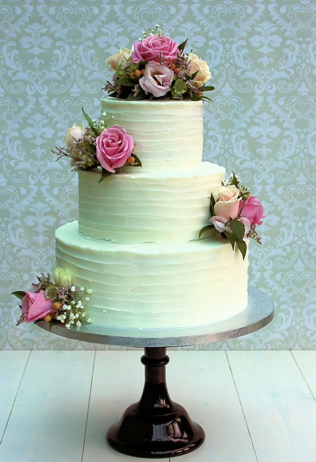 pink-flowered-buttercream