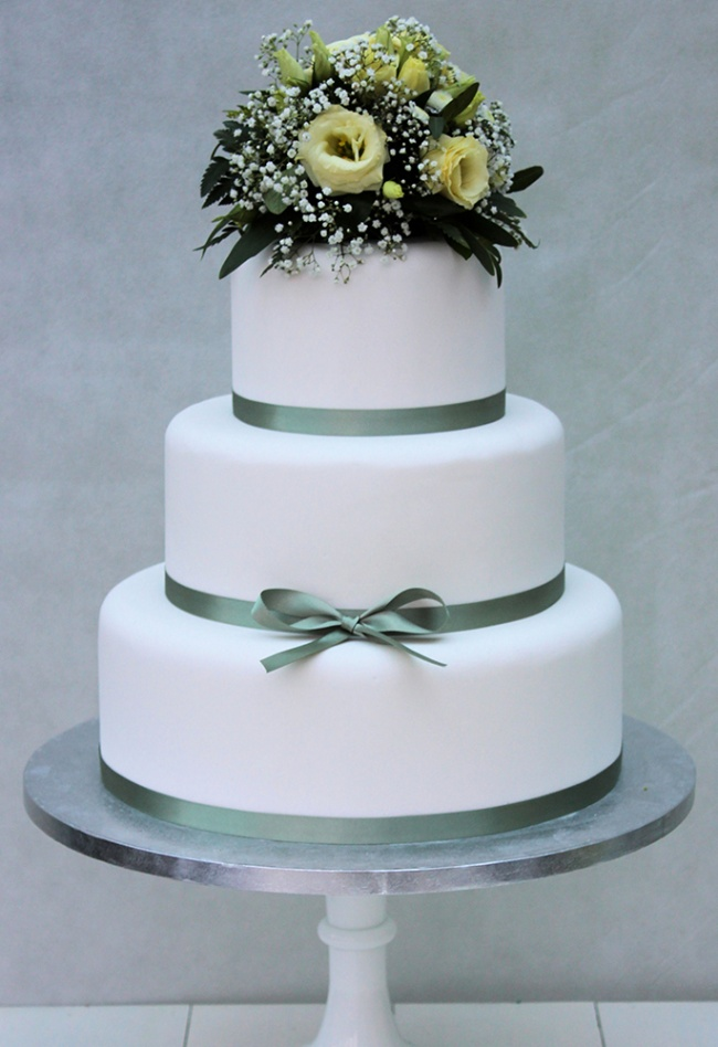 winter_bouquet_wedding_cake