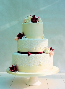 Red Rose & Lace Wedding Cake