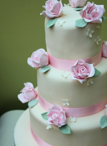 Rose Edged Wedding Cake