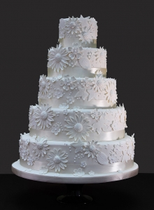 ivory flowers wedding cake