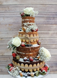 Naked Cake With Biscuits