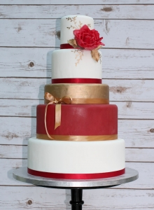 Red Rose & Gold Wedding Cake
